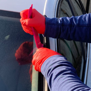 Windscreen repair with Gripsafe Red